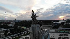 在工作者和集体农夫的鸟瞰图在俄罗斯的首都在莫斯科 股票录像