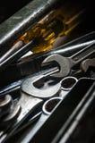 在工具箱的老工具 免版税库存照片