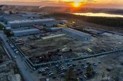 在工厂上的鸟瞰图在微明下 秋明州 库存照片