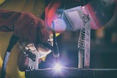 在工厂或车间的焊接的钢元素 库存照片