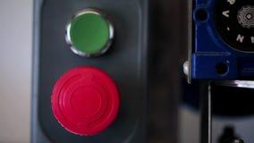 在工厂的按钮 股票视频