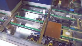 在工厂的现代制造业线太阳电池板的 特写镜头 影视素材