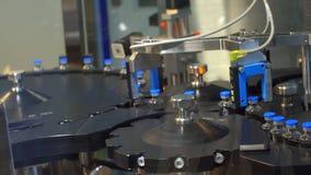 在工厂的配药制造业线 配药质量管理 股票视频