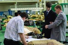 在工厂背景的工业质量管理 免版税库存照片