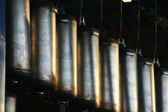 在工厂装配线宿营自治热水供应的不锈钢锅炉 库存照片