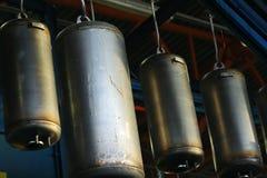 在工厂装配线宿营自治热水供应的不锈钢锅炉 免版税库存照片