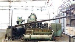 在工厂运转的一个大和强有力的机器 库存图片