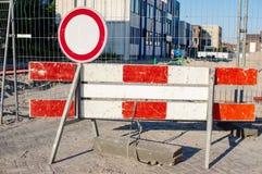 在工地工作的路障碍 库存图片