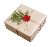 在工艺纸包裹的礼物 库存照片