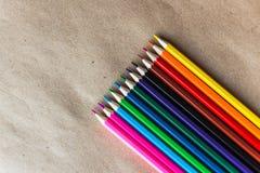 在工艺纸的颜色铅笔,对角 库存照片
