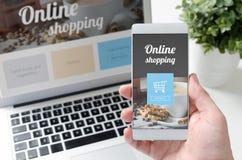 在巧妙的电话和膝上型计算机的网上购物概念 库存图片