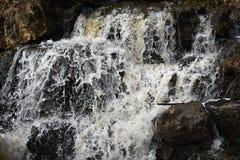 在巨型岩石的瀑布-州长推托国家公园 库存图片