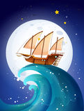 在巨型波浪上的一艘船 免版税图库摄影