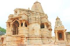 在巨型的奇陶尔加尔堡垒和地面拉贾斯坦印度的寺庙 免版税库存图片