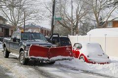 在巨型的雪风暴朱诺碰撞东北部后,纽约准备好为清扫 库存图片