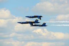 在巨大新英格兰飞行表演的蓝色天使 免版税图库摄影