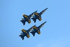 在巨大新英格兰飞行表演的蓝色天使 免版税库存照片