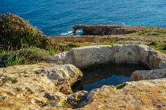在巨石Mnajdra寺庙附近的mediteranean海景在马耳他 库存照片