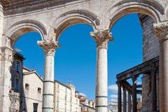 在已分解的罗马式建筑, 免版税库存照片