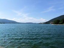 在巴伐利亚山的湖tegernsee 免版税库存图片