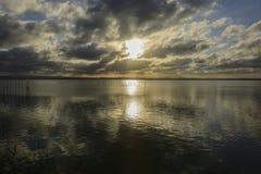 在巴伦西亚Albufera的观点的日落  库存照片