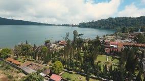 在巴厘岛海岛上的印度寺庙  bratan danu pura ulun 股票录像