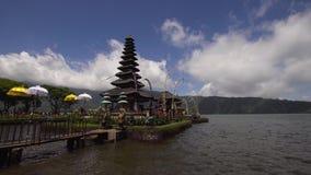 在巴厘岛海岛上的印度寺庙  bratan danu pura ulun 影视素材