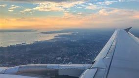 在巴厘巴板市的空中日落全景在婆罗洲海岛,印度尼西亚上 免版税图库摄影