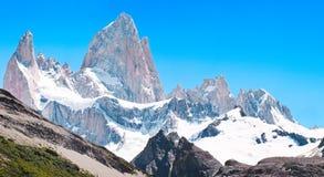 在巴塔哥尼亚的Mt Fitz Roy山顶,南美洲 免版税库存照片