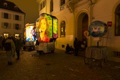 在巴塞尔狂欢节期间的五颜六色的灯笼陈列2018年 免版税图库摄影
