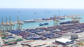 在巴塞罗那海容器口岸的集装箱船航行 影视素材