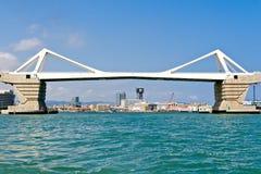 在巴塞罗那港的桥梁  库存照片