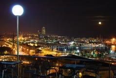 在巴塞罗那的晚上视图 免版税图库摄影