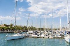 在巴塞罗那,西班牙港的小船  库存图片