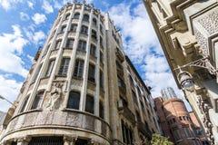 在巴塞罗那,西班牙街道上的大厦  免版税图库摄影