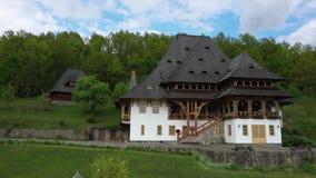 在巴尔萨纳修道院,Maramures -罗马尼亚的鸟瞰图 木教会联合国科教文组织世界遗产 股票视频