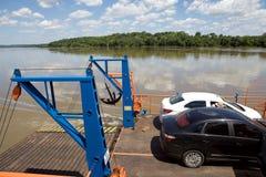 在巴拉圭和阿根廷边界的小船沿Paranà 河 免版税图库摄影