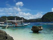 在巴拉望岛海岛,菲律宾上的岩层 免版税库存图片