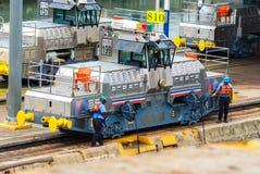 在巴拿马运河的骡子火车 库存照片