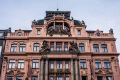 在巴洛克式的样式的红色大厦在瓦茨拉夫广场 库存照片