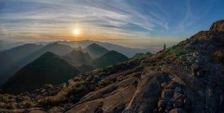 在巴西山脉的serra fina山的美好的日出在山脉da Mantiqueira 库存照片
