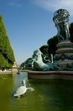 在巴黎人附近的喷泉庭院卢森堡 库存图片