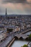 在巴黎和塞纳河的全景从Notre Dame大教堂 库存图片