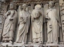 在巴黎圣母院的雕象在巴黎 库存照片