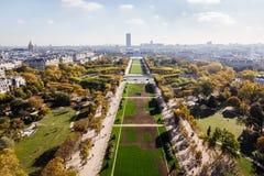 在巴黎市和领域的鸟瞰图火星 库存图片