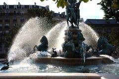 在巴黎街道的一个喷泉。 免版税库存图片