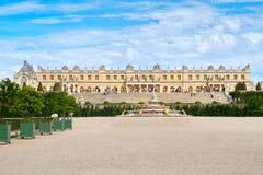 在巴黎附近的皇家凡尔赛宫在法国在一个晴朗的夏日 库存图片