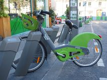 在巴黎,法国骑自行车分享系统Velib ` 免版税库存图片
