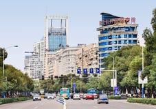在市中心与交通,温州,中国的看法 免版税库存图片