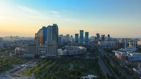 在市中心和中心商务区Timelapse,哈萨克斯坦,阿斯塔纳的高的早晨视图 影视素材